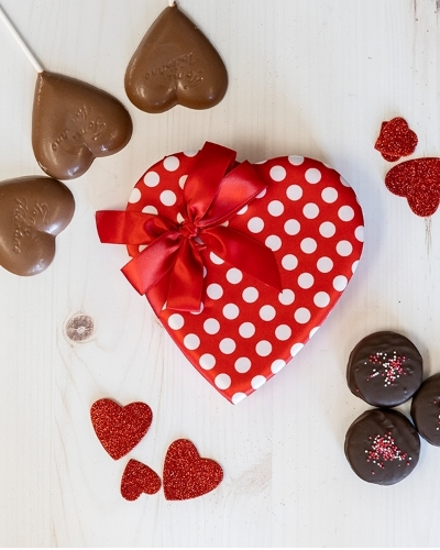 Picture of 1/2 lb Red Heart with White Polka Dots